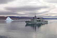 NCSM Montréal près de Nanisivik (Nunavut) - ministère de la Défense nationale et des Forces armées canadiennes, photo tirée de l'Association canadienne pour l'OTAN