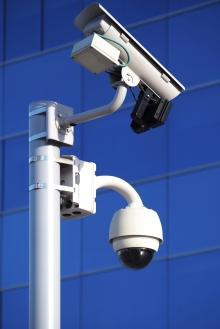 Photo montrant des caméras de surveillance.