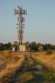 Tour de télécommunications dans un champ. Photo: Thinkstock.com